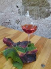 Rotling, Weinlaub und alte Mauer