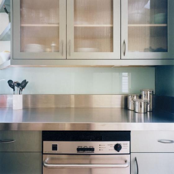 kitchen with glass backsplash