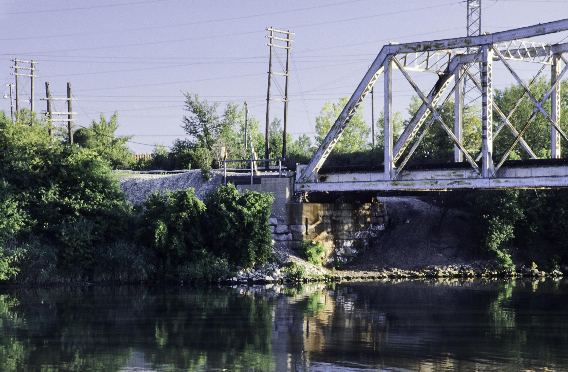 RR Bridge over Canal