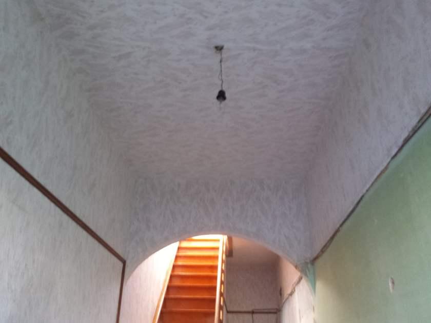 Boven de lijsten en de plafond