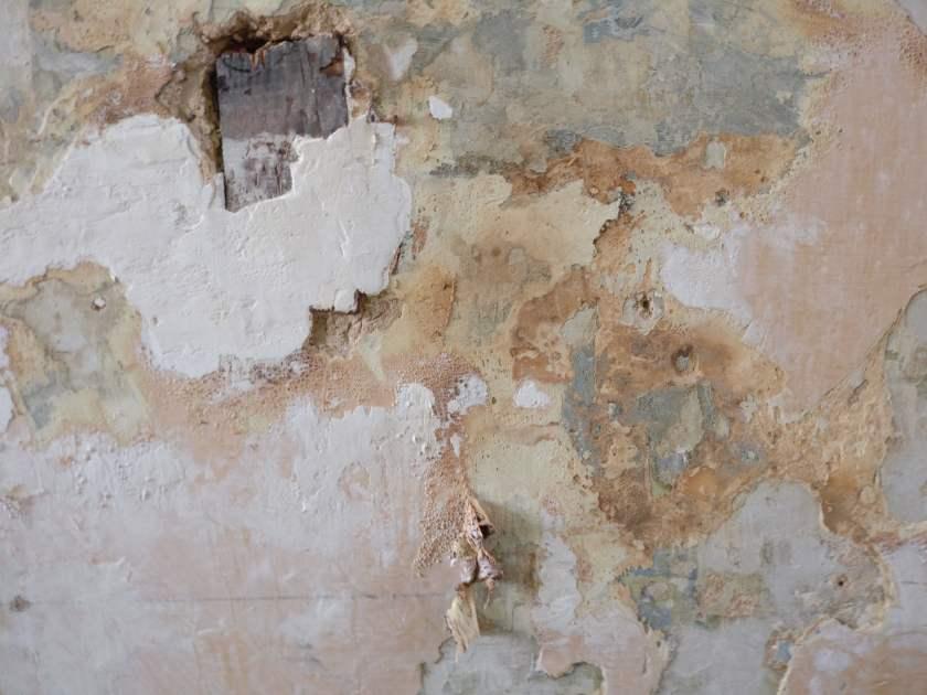 Verbrand hout in mijn muur