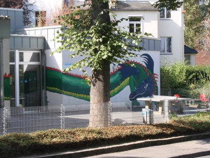 Blick auf den Hof vor der OGS Haydnstraße