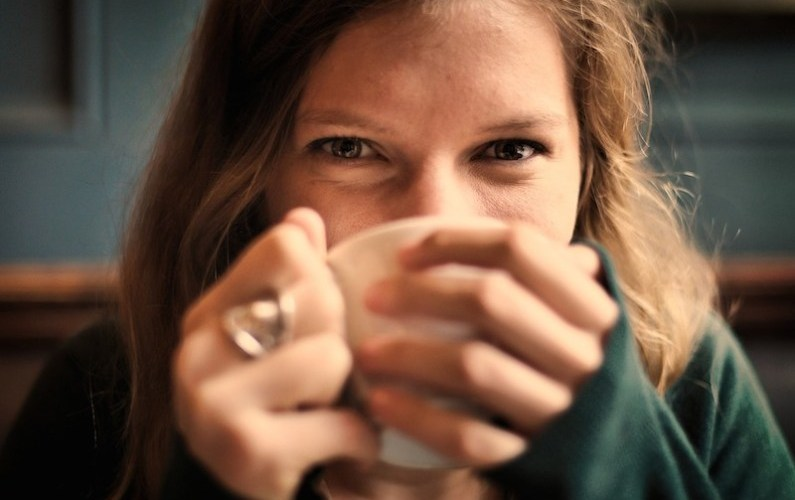 Adding Milk To Tea Prevents Teeth Staining – Here's Why: