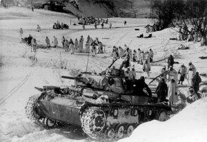 Bundesarchiv_Bild_146-1972-042-42,_Russland,_Kesselschlacht_von_Demjansk