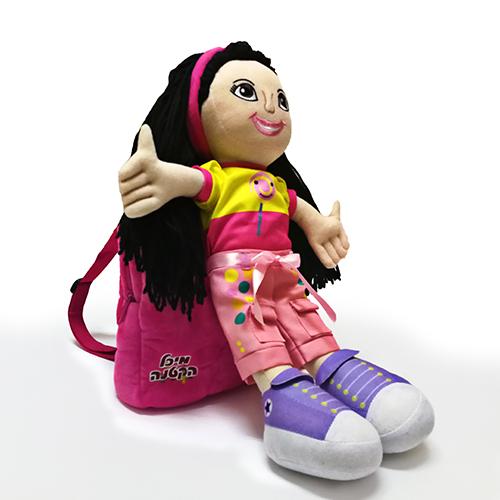 תיק גב עם בובה מיכל הקטנה