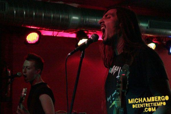 La banda de punk de Toledo Sudor en II Aniversario de Mi Chambergo de Entretiempo