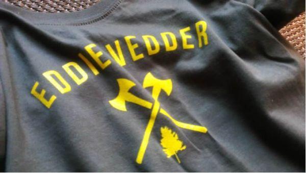 Camiseta de Eddie Vedder de su merchandising oficial.