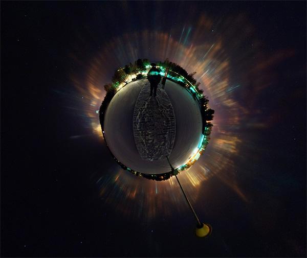 Pilares de luz en una panorámica esférica