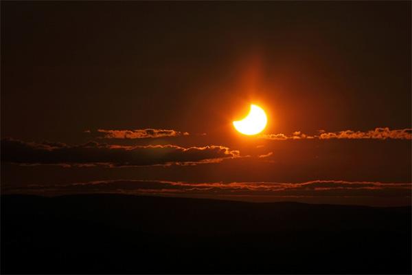 Sol de medianoche y eclipse de sol en Finlandia