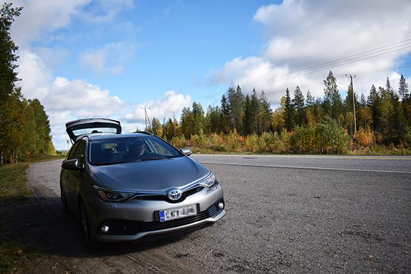 Coche carretera Laponia