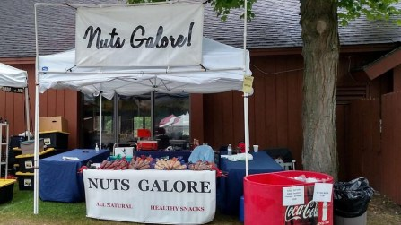 Nuts Galore! – Cinnamon-roasted and sugar-roasted Almonds, Praline Pecans, Sea-salt Cashews