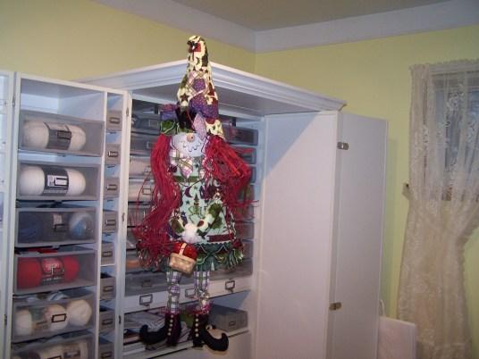Jones (Gail) – Decorative Halloween Witches