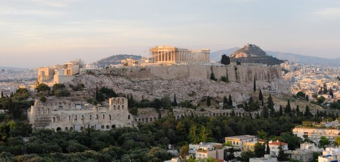 https://upload.wikimedia.org/wikipedia/commons/9/91/View_of_the_Acropolis_Athens_(pixinn.net).jpg