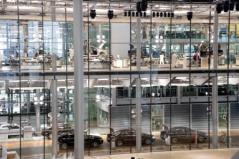 g.-volkswagen-transparent-assembly-plant-in-dresden