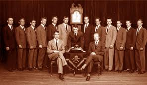 C'est au contact de la secte Skulls and Bones que John Kerry est devenu ce qu'il est: un prédateur sans scrupule.