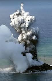 Le volcan Nishimo-Shima :un commencement ,tout comme une naissance ,est un moment d'une délicatesse extrême.