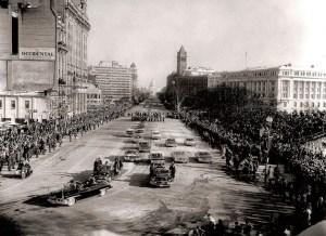 Le cortège présidentiel sur Pennsylvania Avenue lors de la parade inaugurale.