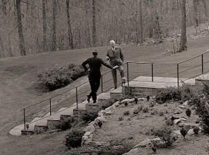 Après la débâcle de la baie des Cochons, une conversation privée se produit entre le président Kennedy et ancien président Eisenhower à Camp David, dans le Maryland. 22 avril 1961.