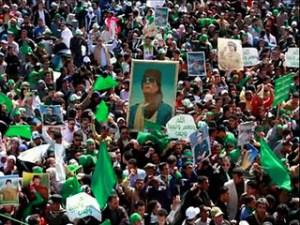En viron 2 mois avant l'assassinat de Kadhafi,la population de Tripoli était sortie dans la rue pour manifester son soutient au grand leader. La presse occidentale déformera  l'événement en parlant de manifestants hostiles. Après la mort du Grand Leader,des milliers de gens seront assassinés dans cette ville.