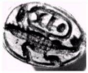 Parmi les nombreux sceaux égyptiens de la célèbre collection Philip Mitry, certains décrivent des animaux que l'on pourrait rapprocher des dinosaures. Par exemple, ce sceau ( environ 1400 ans av. J.C. ) orné d'un animal ressemblant à un plésiosaure sous le cartouche de Tutmosis III.