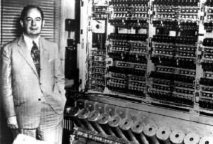 Le professeur von Newmann...un pionnier des systèmes d'ordinateurs en 1948...près de l'ENIAC.