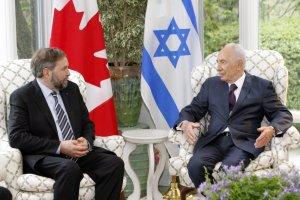 Shimon Peres et Thomas Mulcair se rencontraient le  10 mai 2012 à Shimon Peres s'est exprimé devant les membres de la synagogue Shaar Hashomayim de Westmount ...uniquement en anglais.