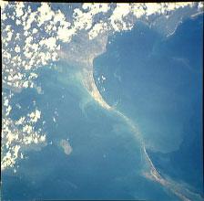 Autre photo du pont Hanuman ou pont d'Adam...vue de l'espace.