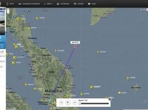 La dernière position connue du vol MH370. L'armée malaisienne, citant des analyses radars, avait évoqué dimanche l'hypothèse que l'avion ait fait demi-tour vers Kuala Lumpur. Mais un demi-tour aurait dû déclencher des alertes, alors qu'aucun signal de détresse ou d'aucune sorte n'a été envoyé par le pilote expérimenté. (AP Photo/flightradar24.com)