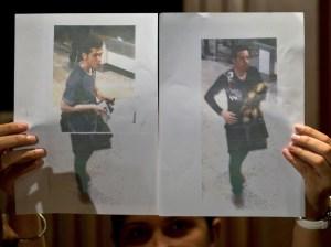 La police malaisienne a indiqué mardi 11 mars avoir identifié les deux hommes ayant embarqués à bord de l'appareil avec un faux passeport. Il s'agit de deux Iraniens de 18 ans et 29 ans. Les autorités restent cependant sceptiques sur le profil terroriste des deux hommes et privilégient l'hypothèse d'immigrés clandestins. (AFP PHOTO / MANAN VATSYAYANA)