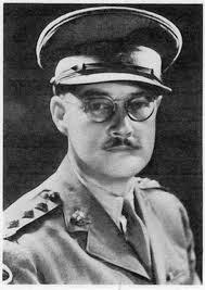 Charles Cousens ,l'officier australien qui animait les émissions de Radio Tokyo  avec Iva Toguri.