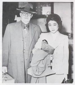 En 1949, cette photo nous la montre escortée vers la prison.