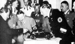 Le 26 mai 1938,le Führer Adolph Hitler  lançait la Volkswagen,la voiture du peuple.