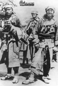 Photo d'origine de la Révolte des Boxers. C'étaient de fiers combattants provenant de l'élite des sociétés secrèetes dissidentes à l'impératrice  douairière et aux impérialistes occidentaux.