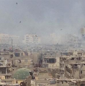 Ce sont bien des vautours que vous voyez tournoyer au dessus de Homs,en Syrie.Ce sont les seuls à ne pas souffrir de la faim.