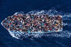 Est-ce? Des milliers de migrants syriens et africains en essayant d'atteindre l'Europe. Beaucoup perdent leur vie, en particulier les enfants.    Qu'en est-il de cette image?    Il pourrait être moi! Pourrait vous ou votre famille être!    Règles où est votre humanité?    Et ce? Des milliers de migrants syriens et africains en essayant d'atteindre l'Europe. Beaucoup perdent la vie, en particulier les enfants.    Qu'en est-il de cette image?    Ce pourrait être moi! Pourraient vous ou votre famille être!    Gouvernements où est votre humanité?