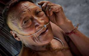 Raya, un aîné nahua. Plus de la moitié de son peuple a été décimée après l'ouverture de son territoire à l'exploration pétrolière.