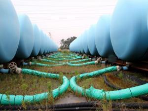 Les réservoirs d'eau irradiée ont envahis le site depuis longtemps.Le seul fait de libérer cette  masse d'eau irradiée  provoquerait le pire fléau de l'histoire de l'humanité.
