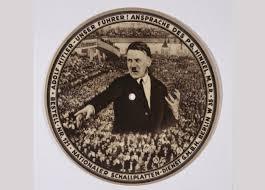 Disque 78 tours sur lequel était enregistré un des meilleurs discours  du Führer durant la campagne électorale de 1932. Cet enregistrement permit énormément au Parti nazi de se populariser en Allemagne.