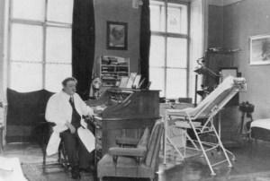 Eduard Bloch était le très secret médecin juif d'Hitler. Bloch a été longtemps protégé par la police secrète allemande et a fui le pays aux États-Unis avant le début de la guerre.