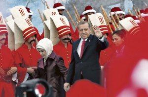 Erdogan va pouvoir se légitimer et devenir le nouveau calife de l'État Islamique unifié autour de la Turquie,reconnue par tous les gouvernements corrompus de la Terre dont Israel,les USA,le Canada,Qatar,etc...