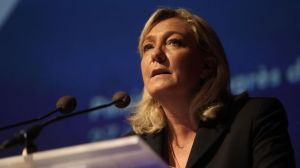 Marine Le Pen est la seule politicienne qui a osé appuyé le non de la Grèce. Il nous faut aussi un front national...au Québec pour oser,nous aussi!