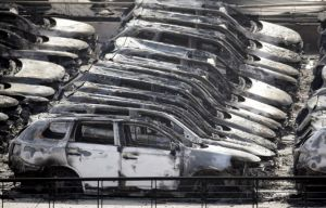 Des milliers de voitures détruites.