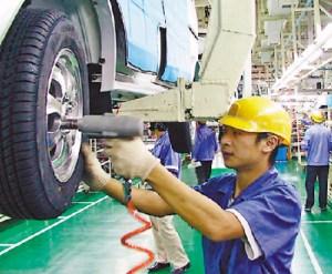 Un ouvrier chinois sur une chaîne de montage:un salaire de survie dans un monde autoritaire.