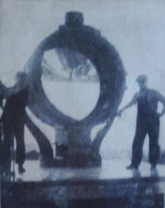1917-ajustement de lentilles dans un projecteur de recherches maritimes ...ou aériennes.