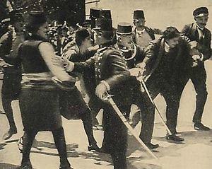 Arrestation de Gravilo Princip peu après ses deux coups de feu mortels sur la personne de l'archiduc François-Ferdinand et son épouse,le 26 juin 1914.