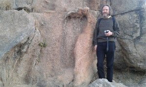 Selon le Dr Schroch ,cette empreinte serait celle d'un géant de plus de 15 mètres.