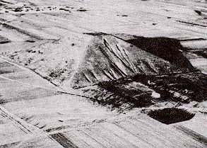 Récemment, le gouvernement chinois a commencé à surveiller de près la pyramide Xianyang pour des signes d'activité. L'an dernier, une équipe de scientifiques  chinois a étudié la pyramide et a laissé croire, qu'il peut y  avoir des origines extraterrestres.