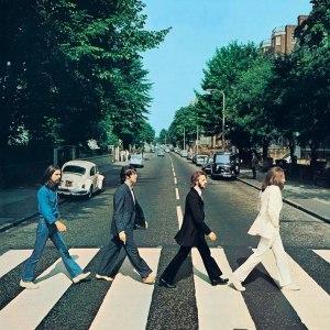 Couverture historique: Regardez attentivement cette photo. Les Beetles marchent dans la direction opposée à celle qui apparaît sur la couverture de leur célèbre album Abey Road.