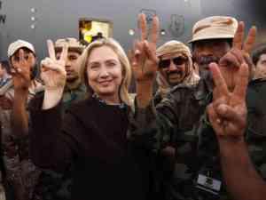 Cette photo d'elle entourée de mercenaires djihadistes au lendemain du renversement de Kadhafi,en Libye,nous fait méfier d'ele.