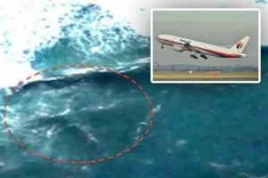 On pense avoir trouvé le vol MH370 sur Google Earth. L'homme qui a fait cette découverte est un fervent chercheur d'OVNI utilisant l'outil de Google pour chercher les traces de manifestations extraterrestres. L'image ci-dessus est censée être celle d'un Boeing localisé quelque part entre le Mozambique et Madagascar.Vous noterez qu'on ne se presse pas pour aller vérifier et  faire une déclaration publique:le Nouvel Ordre mondial cherche à protéger les Rotschild qui seraient les vrais responsables de la destruction de l'appareil.